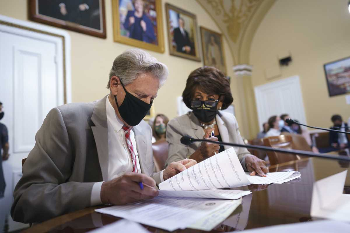 Frank Pallone, Maxine Waters