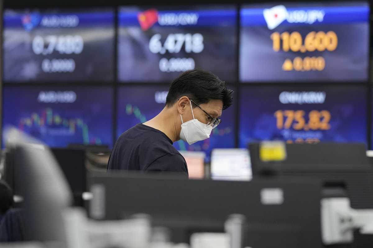 asian stocks fall after fed discusses cut in us stimulus 2021 07 07 2 primaryphoto