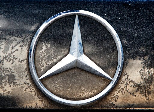 Automaker Daimler sees full-year earnings sag by half