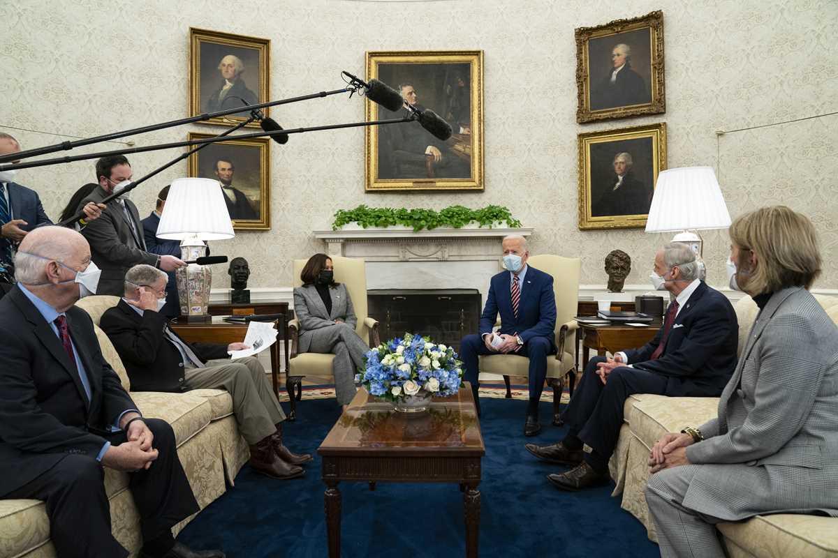 Joe Biden, Kamala Harris, Nancy Pelosi, James Clyburn, Steny Hoyer, Peter DeFazio