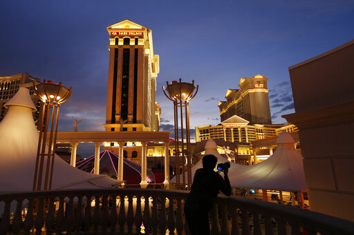 Billionaire Icahn wants Caesars Entertainment to sell itself