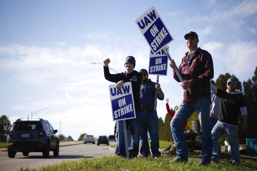 Contract talks resume between Deere and its striking workers