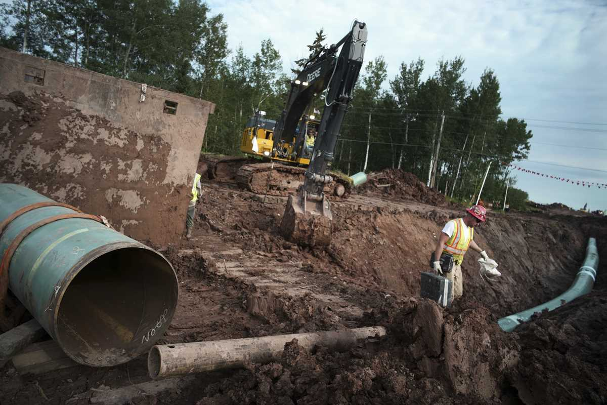 fight over canadian oil rages on after pipelines demise 2021 06 10 2 primaryphoto