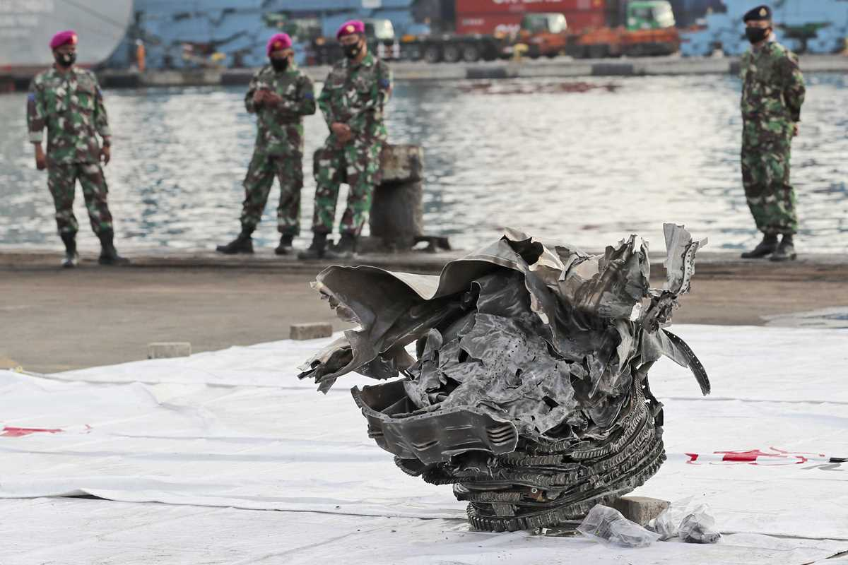 indonesia intensifies search for crashed planes black boxes 2021 01 10 3 primaryphoto