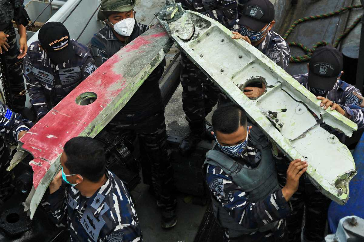indonesia intensifies search for crashed planes black boxes 2021 01 10 9 primaryphoto