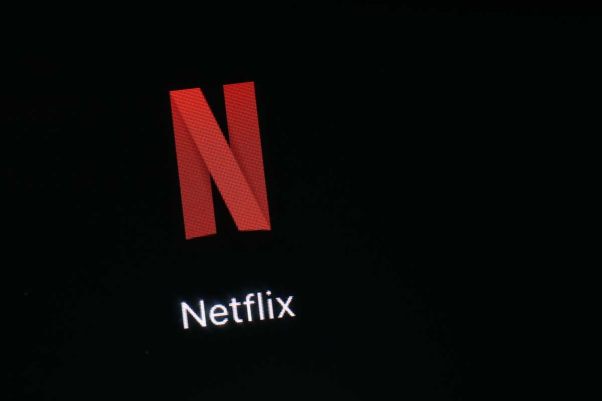 netflix u0026 39 s subscriber growth tapers off in 2q  stock tanks