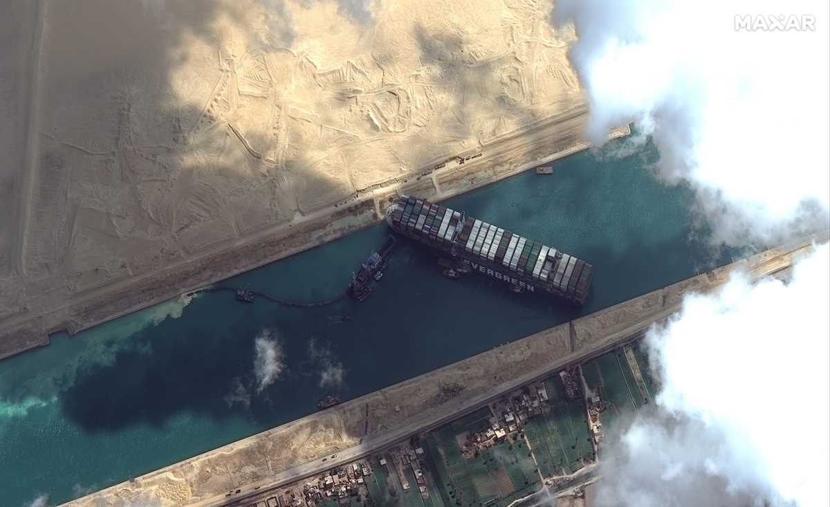 no timeline given for extracting wedged ship from suez canal 2021 03 27 1 primaryphoto
