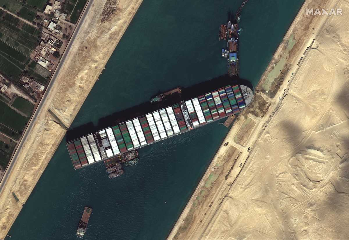 no timeline given for extracting wedged ship from suez canal 2021 03 27 5 primaryphoto