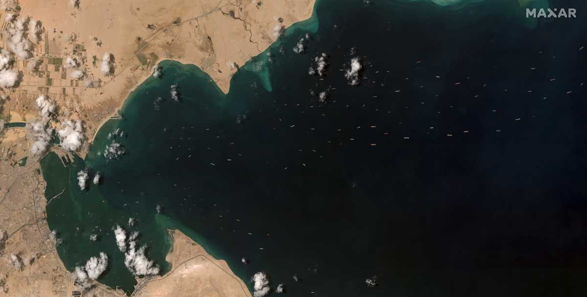no timeline given for extracting wedged ship from suez canal 2021 03 27 9 primaryphoto