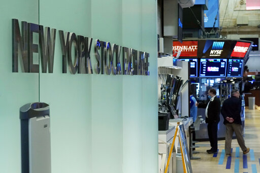 Stocks trade mixed; banks, energy sectors gain, tech falls