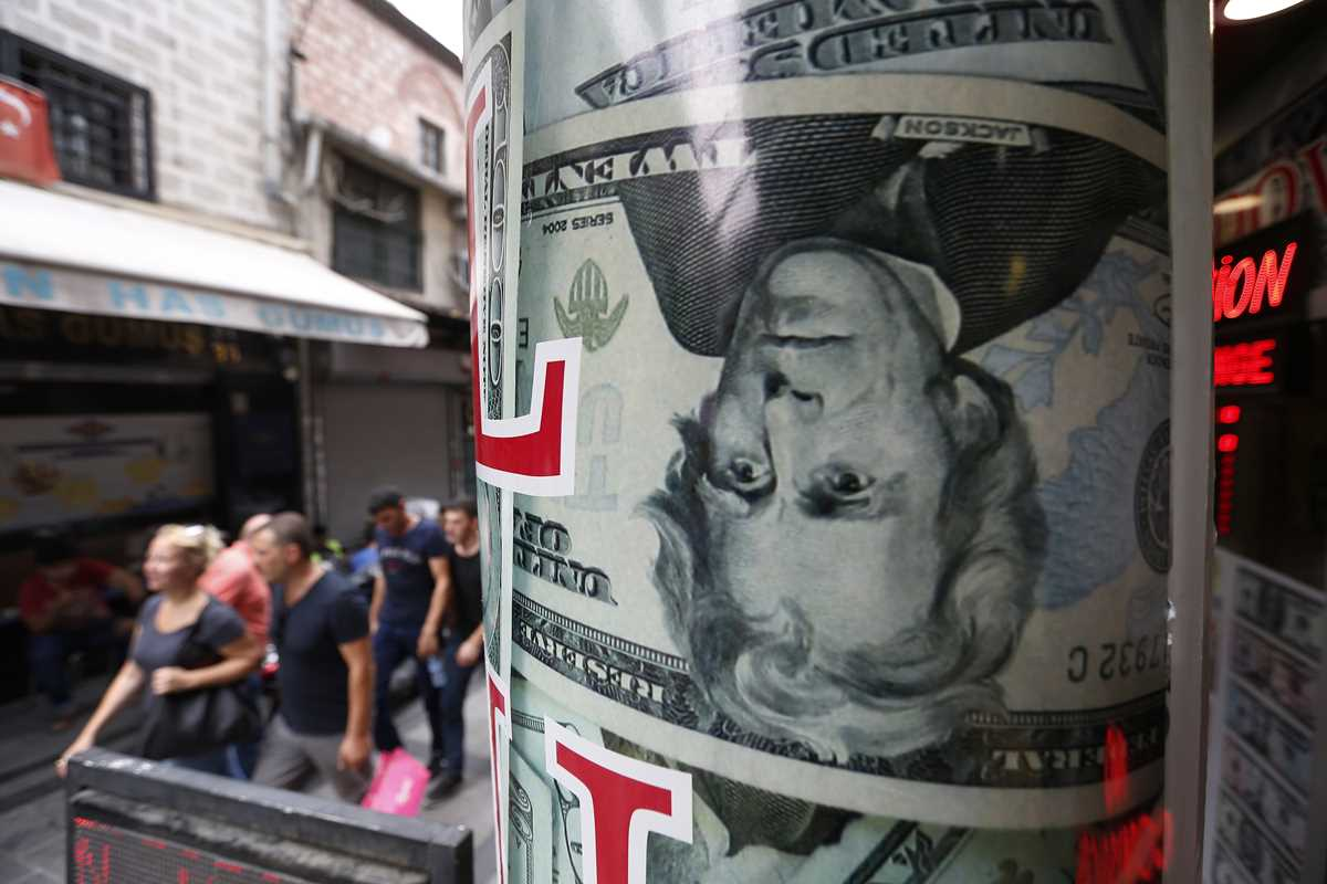 Turkish lira resumes fall after Trump sanctions threat