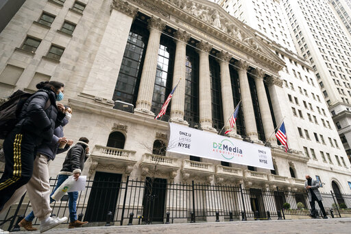 US stock indexes recover from a midday slump and turn higher