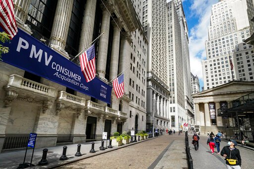 US stocks muted as investors weigh earnings, COVID-19
