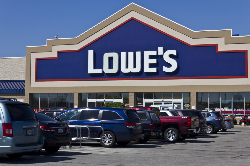 Will Lowe's Follow Home Depot's Slump After Earnings?