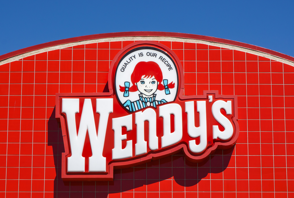 Wendy's (NASDAQ:WEN) Bounces Back, Consolidates Near Multi-Year Highs: Should You Look to Get In?