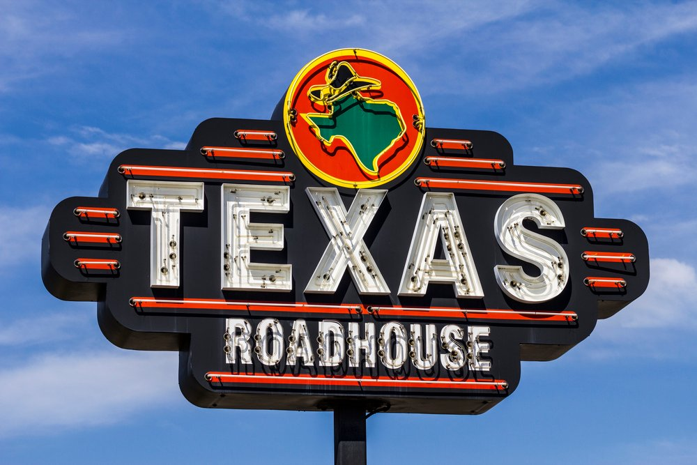 Texas Roadhouse (NASDAQ: TXRH) Continues to Outperform Its Peers
