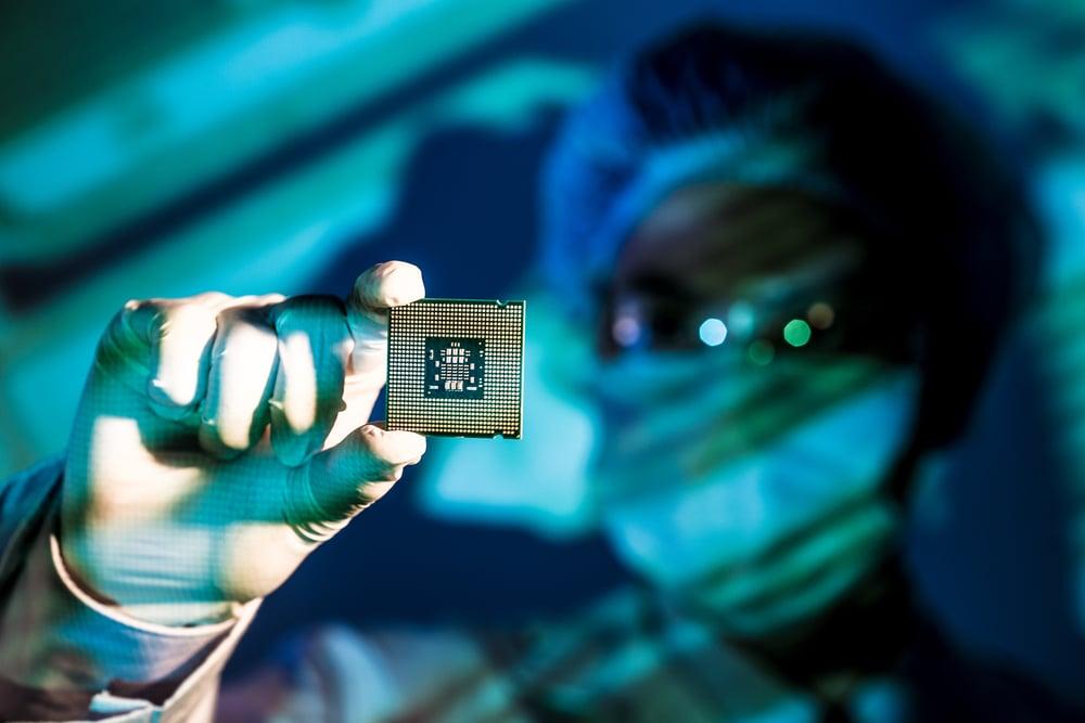 Intel (NASDAQ:INTC) Starting to Look Like a Smart Buy