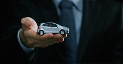 Buy the Carvana Dip Ahead of Earnings?