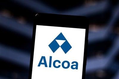 Alcoa (NYSE:AA) Falls After Earnings Beat, Weak Guidance