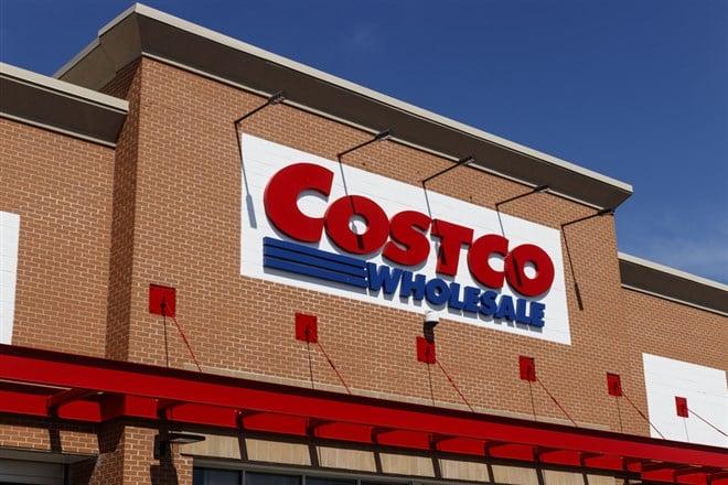 3 Reasons to Buy Costco (NASDAQ:COST) Stock in Bulk