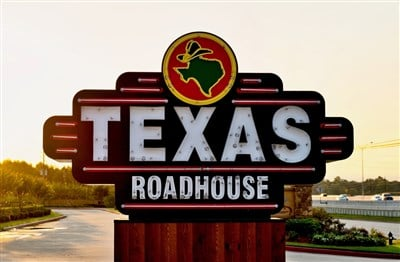 Texas Roadhouse Slumps on Earnings, Revenue