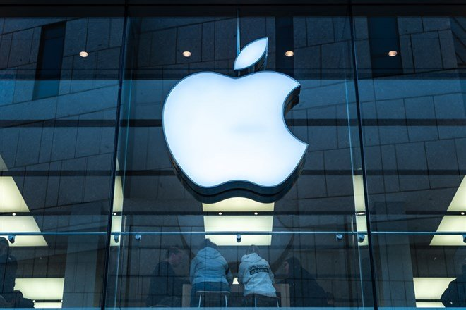 Apple Pops As Latest iPhone Numbers Emerge